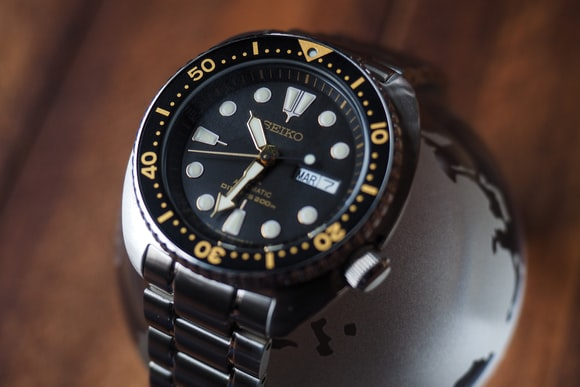 Seiko SRP775 gilt dial Hands-On: The New Seiko Prospex 200m Divers, SRP775 And SRP777, Two Dive Watches Made Like Quartz Never Happened Hands-On: The New Seiko Prospex 200m Divers, SRP775 And SRP777, Two Dive Watches Made Like Quartz Never Happened P2160121