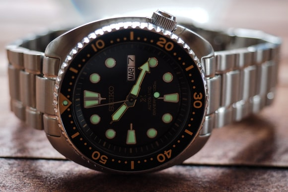 Seiko SRP775 lume shot Hands-On: The New Seiko Prospex 200m Divers, SRP775 And SRP777, Two Dive Watches Made Like Quartz Never Happened Hands-On: The New Seiko Prospex 200m Divers, SRP775 And SRP777, Two Dive Watches Made Like Quartz Never Happened P2160098
