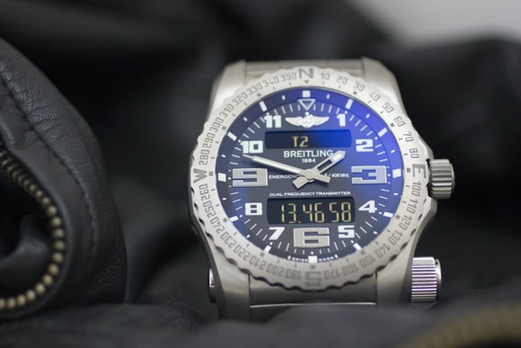 The Breitling Emergency lifestyle Hands-On: The Breitling Emergency, Or The Safest We've Ever Been With A Watch Hands-On: The Breitling Emergency, Or The Safest We've Ever Been With A Watch 8001